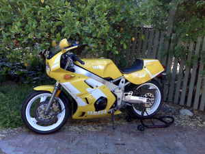 1990 Yamaha FZR400 For Sale Yellow