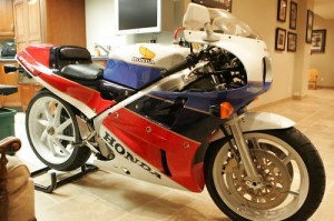 rc30 canada rare sportbikes for sale. Black Bedroom Furniture Sets. Home Design Ideas