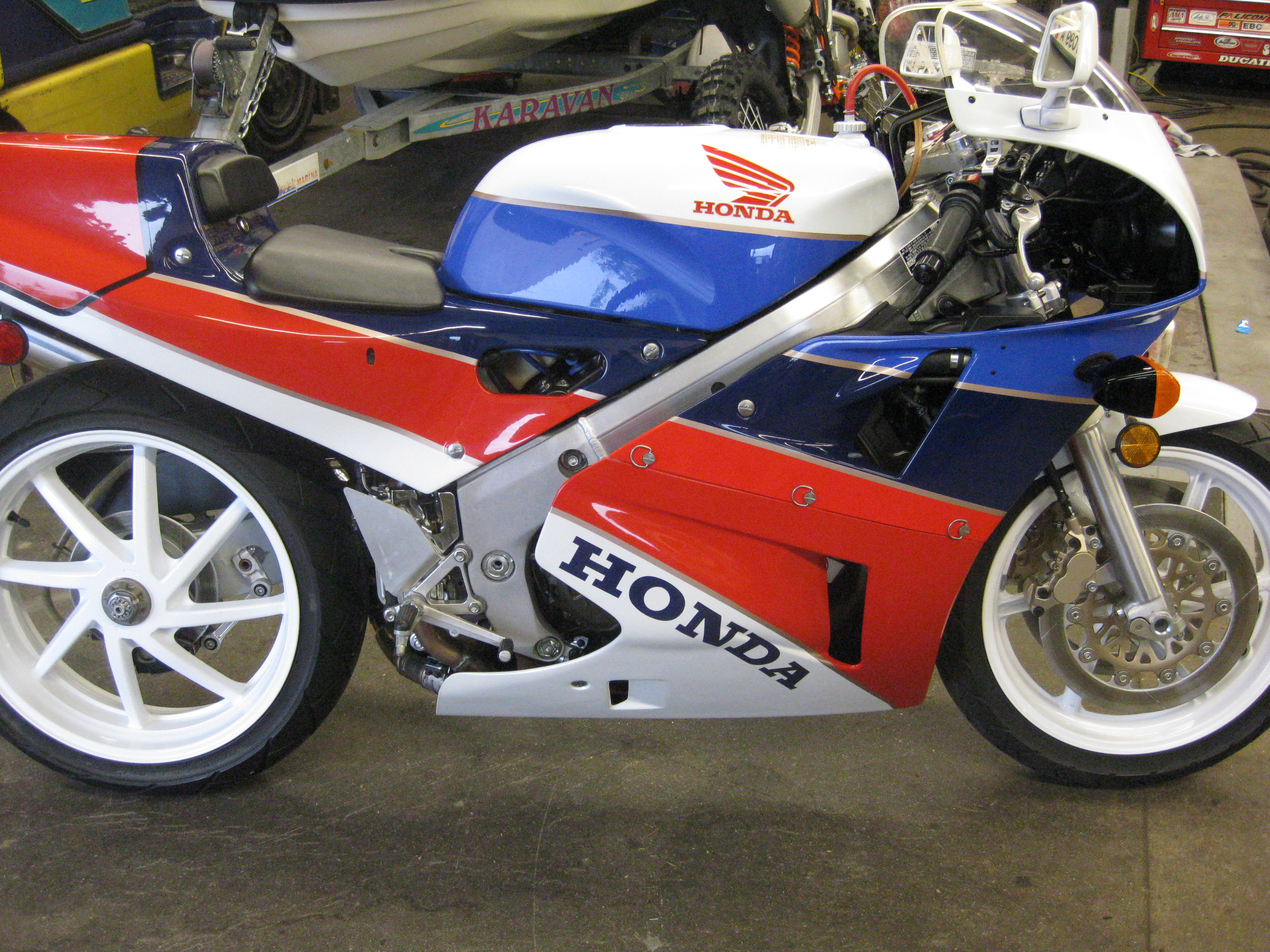 rc 30 archives page 2 of 2 rare sportbikes for sale. Black Bedroom Furniture Sets. Home Design Ideas