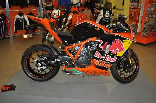 KTM-RC8R-LE-Right-View.jpg