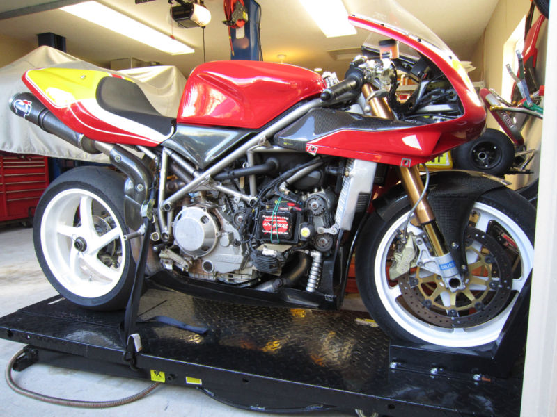 Superbike Ducati 916, 996, 998 et 748 - Page 5 748RS_1