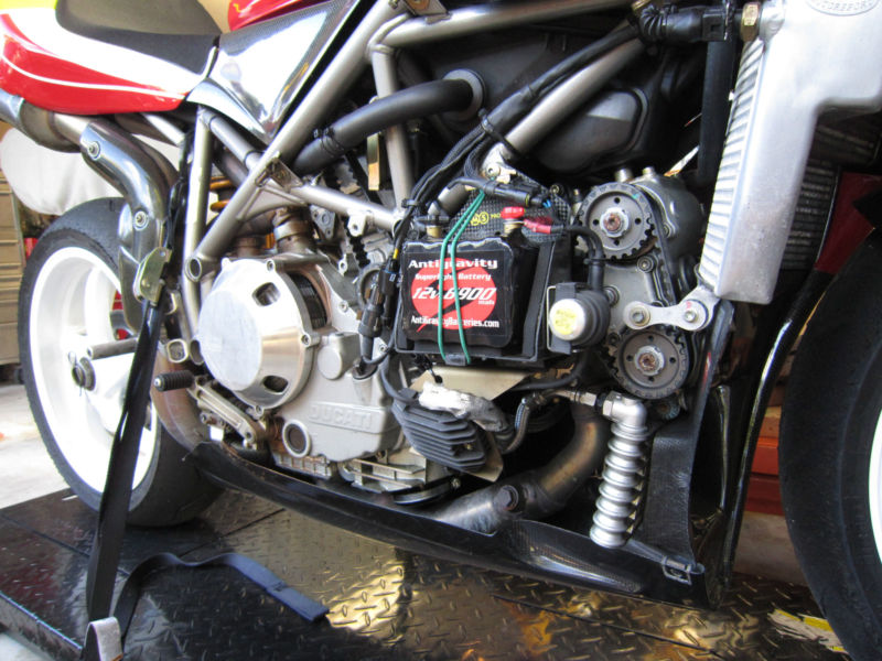 Superbike Ducati 916, 996, 998 et 748 - Page 5 748RS_2