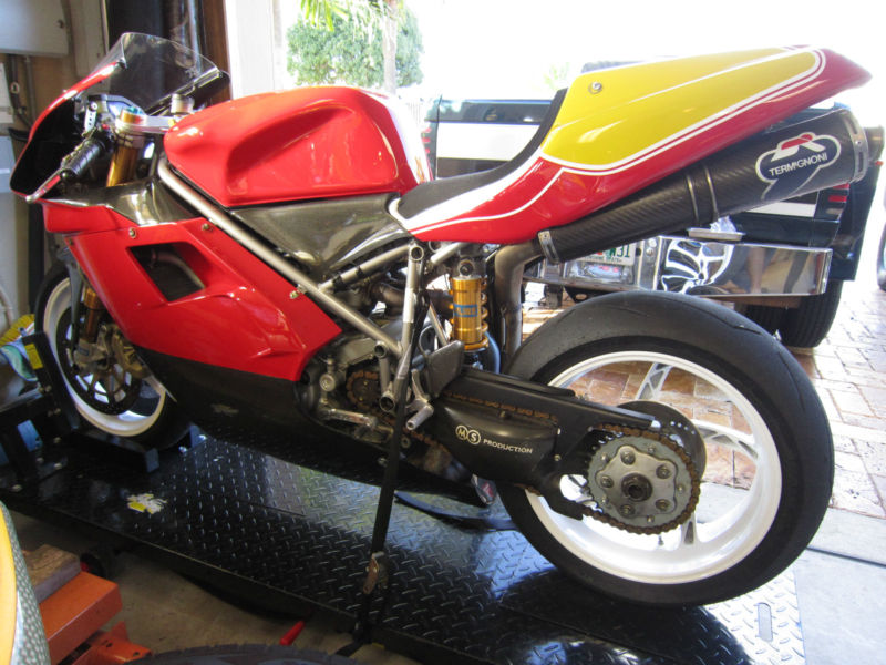 Superbike Ducati 916, 996, 998 et 748 - Page 5 748RS_3