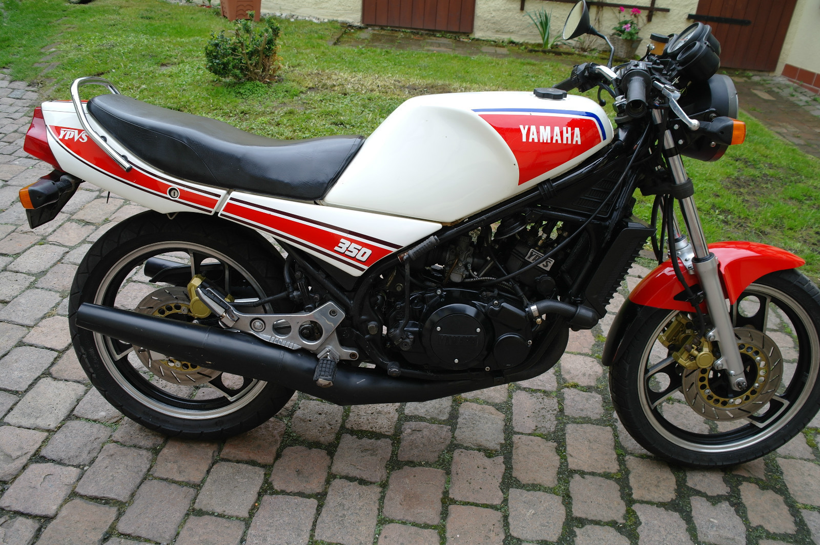 choose 1 out of 4 yamaha rd 350 germany rare sportbikes for sale. Black Bedroom Furniture Sets. Home Design Ideas