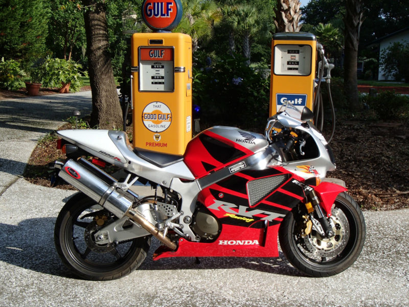 2004 Honda RC51 Nicky Hayden with less than 2000 Miles!