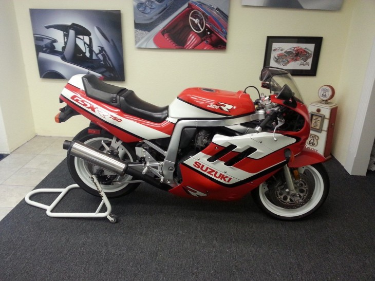 Red and White Slingshot: 1989 Suzuki GSX-R 750