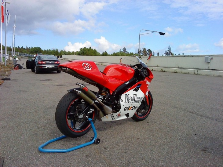 2000 Yamaha YZR500 Replica R Rear
