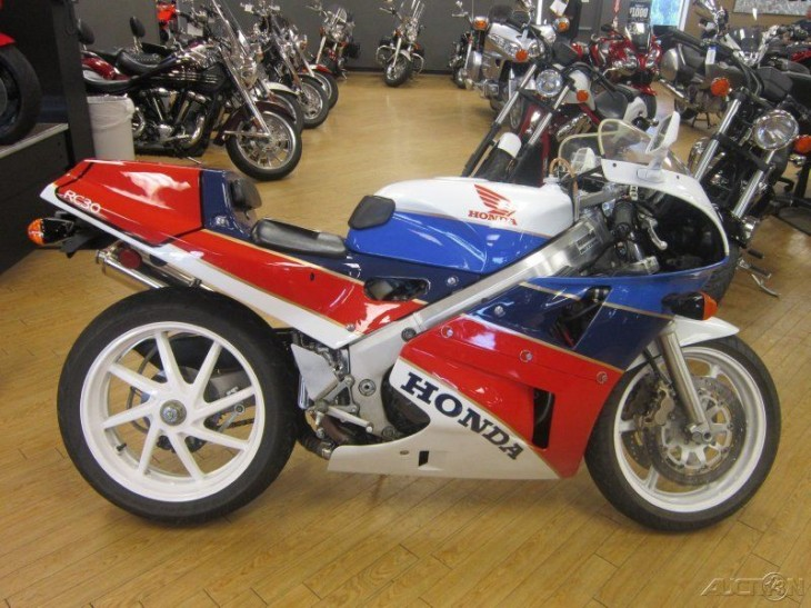 Mile High: 1990 Honda VFR 750 RC30 in Colorado
