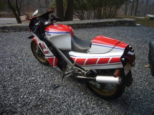 20150408 1985 yamaha rzv500r left rear