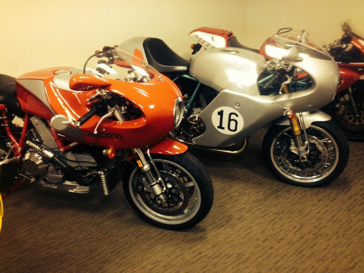 Air-cooled collector's edition set – Ducati MH900e and PS1000LE