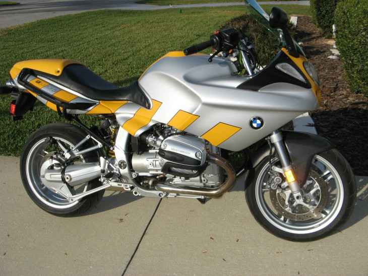 Silver slipper ( yellow stripes ) – 2000 BMW R1100S