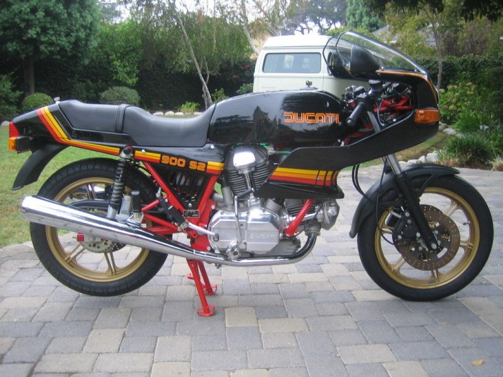 Unchained – 1983 Ducati 900 S2