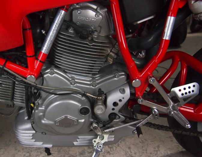 20151223 2000 ducati mh900e left engine