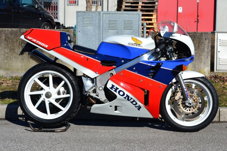 1988 Honda RC30 in Italy