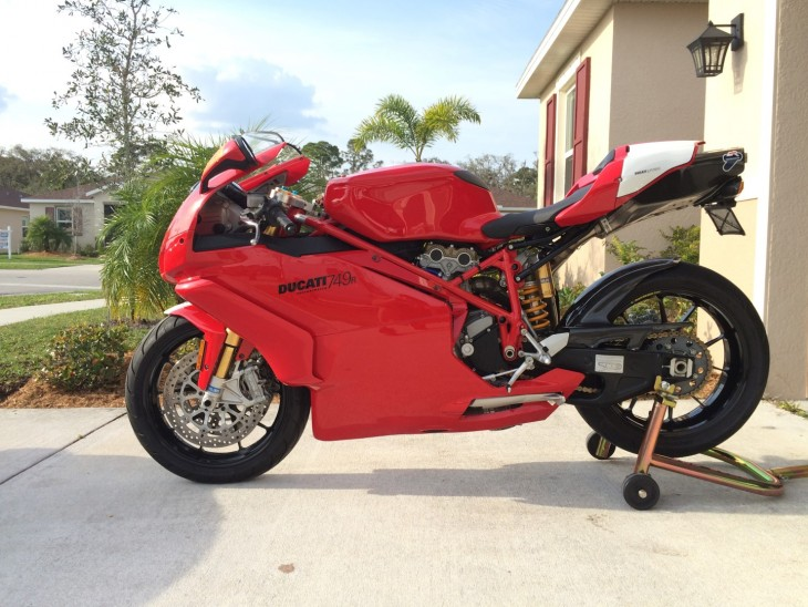 Featured Listing – 2005 Ducati 749R #0051