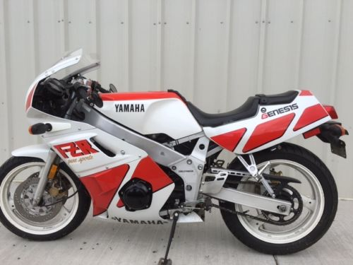 1988 Yamaha FZR400 L Side