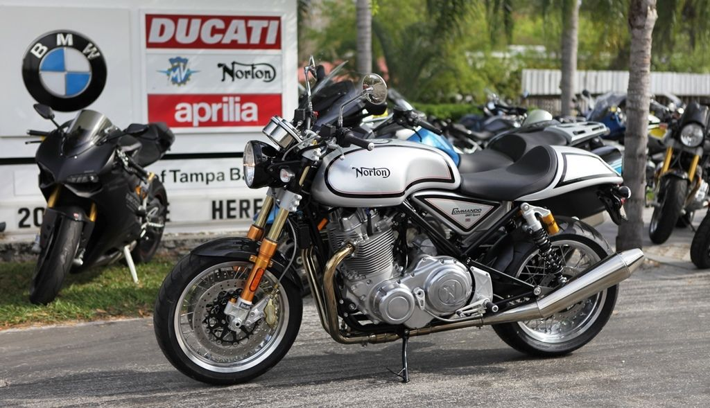 Classic Style Modern Speed 2015 Norton Commando 961 For Sale