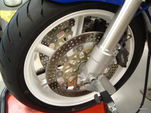 20160619 1993 honda cbr900rr left front wheel