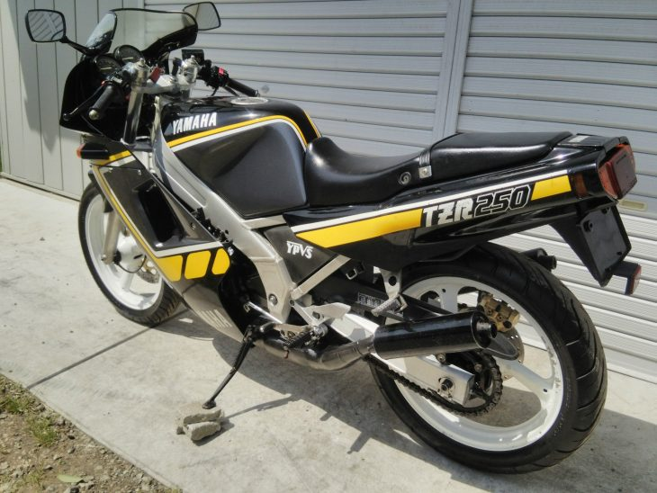 1985 Yamaha TZR250 L Side Rear