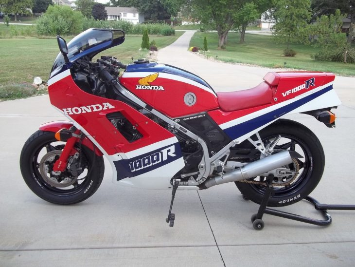 1985-honda-vf1000r-l-side