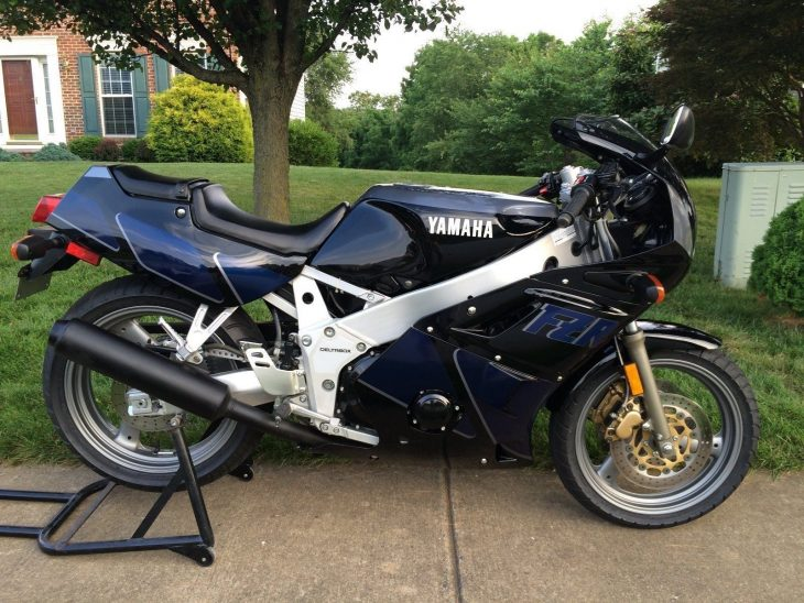 Black Friday – 1990 Yamaha FZR400