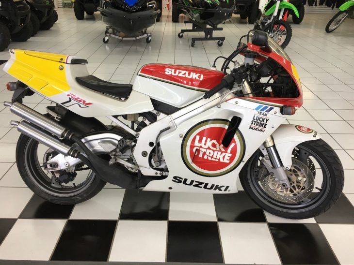 Vape Machine: 1992 Suzuki RGV250 Lucky Strike