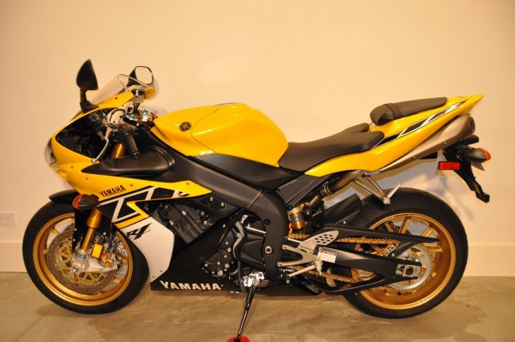 Like a virgin: 2006 Yamaha YZF-R1 LE with only 6 miles!