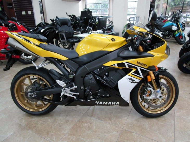 Fanboy Alert: Rossi-Signed 2006 Yamaha R1 LE #46 for Sale