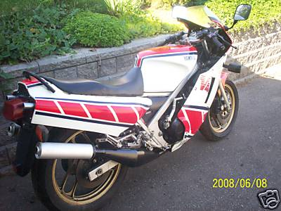 1985 Yamaha RZ500 Red and White For Sale Back