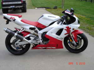 1998 Yamaha R1 in the sought after Red & White color scheme