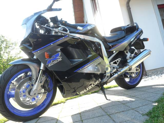 Handpicked: 1991 Suzuki GSX-R 1100 (Switzerland)