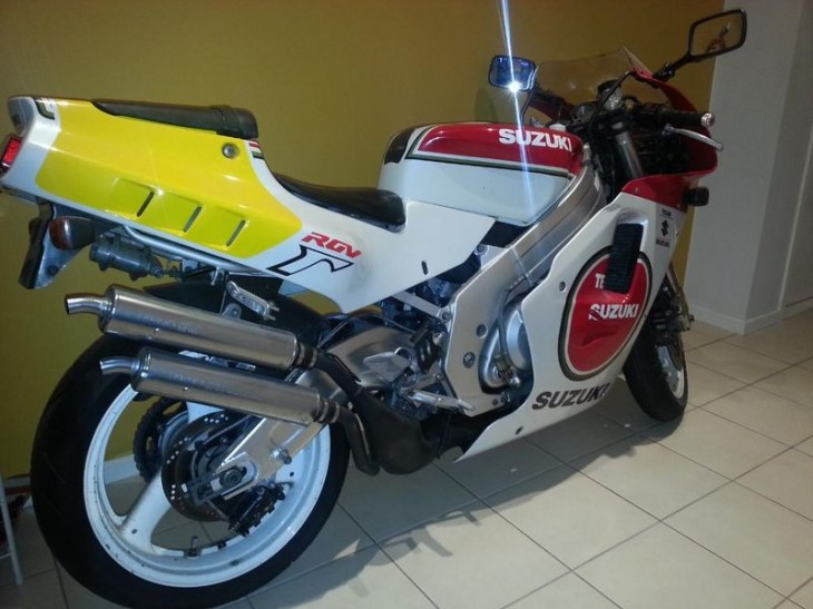 No Smokes For You:  1991 Suzuki RGV250 Team Suzuki