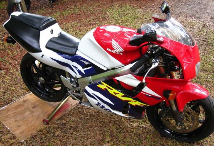 RC45 Looks Without The Price And HP- 1997 Honda RVF400 NC35