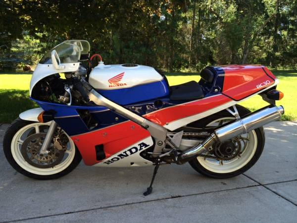 Forward: 1990 Honda RC30 in Wisconsin