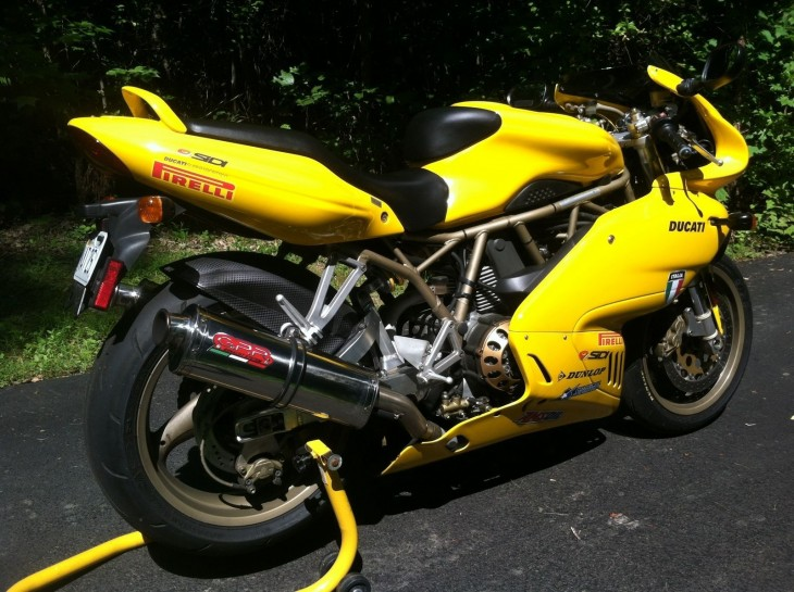 Virginia Vroom – 1999 Ducati 900ss