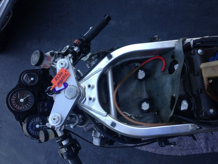 20150316 1988 honda rc30 naked tank