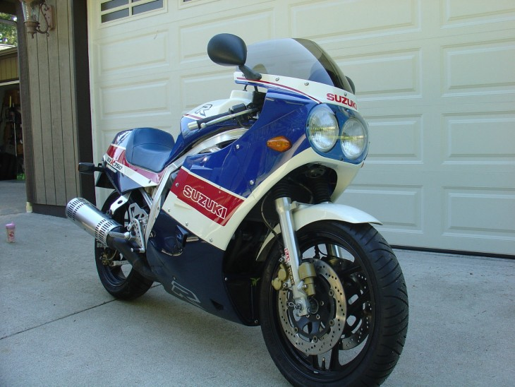 Racer with lights – 1986 Suzuki GSX-R750 Limited Edition