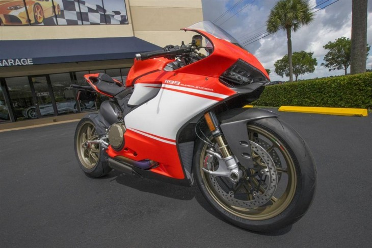 2014 Ducati Superleggera R Side Front