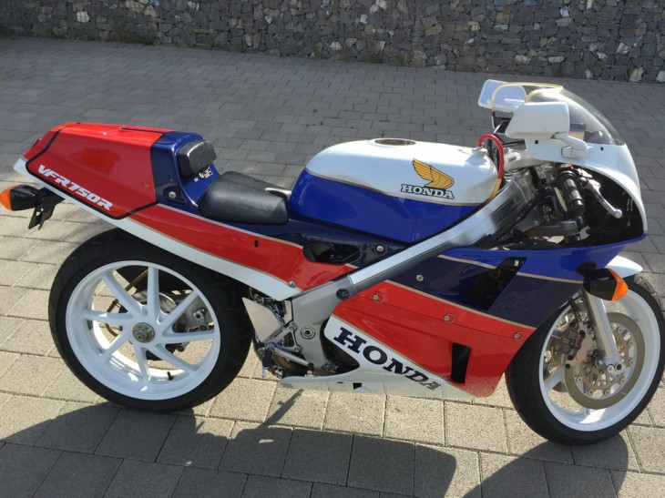 Featured Listing:  Nearly New Honda RC30 in Switzerland.  Worldwide Sales Welcomed!
