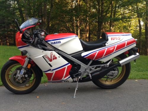 1985 Yamaha RZ500 L Side