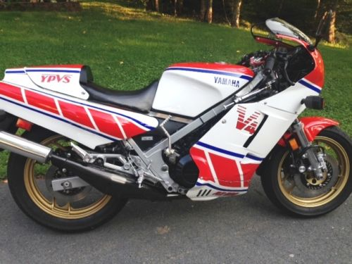 1985 Yamaha RZ500 R Side