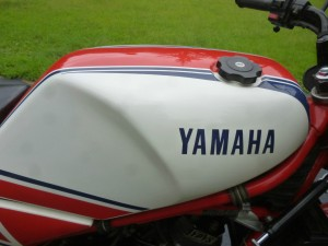 20150827 1985 yamaha rz350 roberts edition right tank