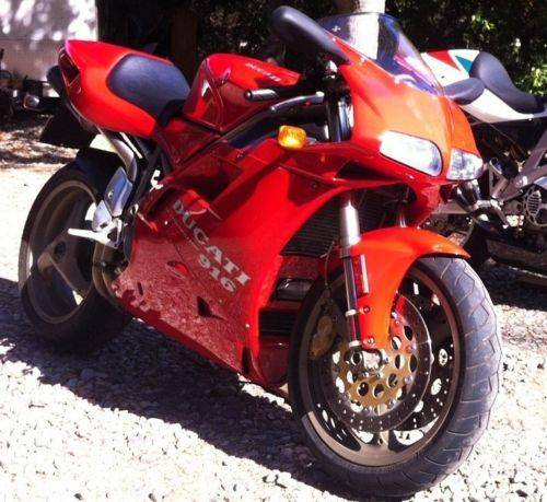 We should all age so well:  </br> Fresh 1995 Ducati 916 with 7850 miles