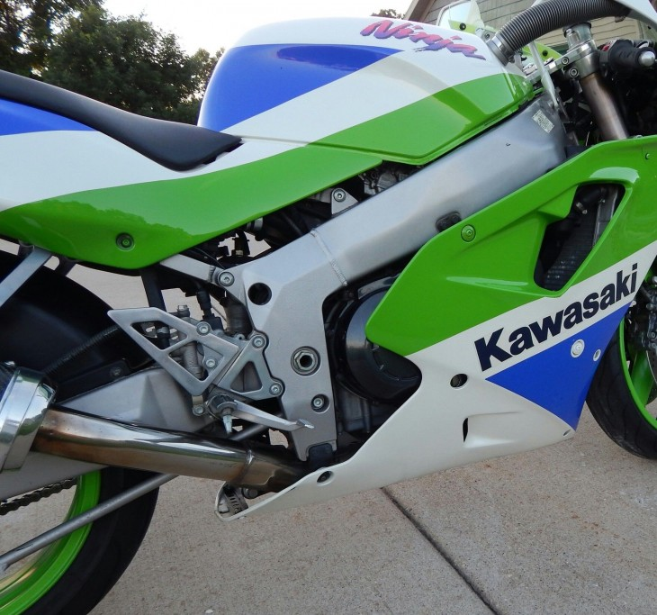 20151221 1992 kawasaki zx-7r right frame