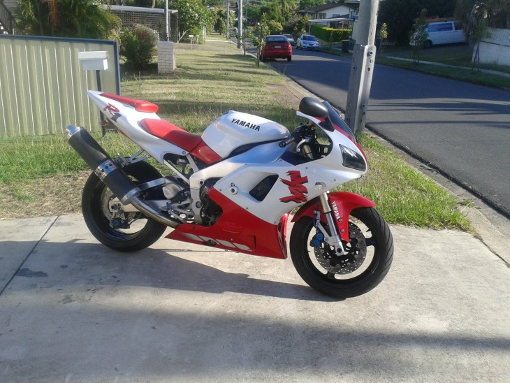 Did we start a trend?  Another 1998 1st gen YZF R1 (but in Australia)