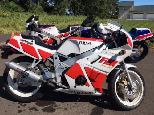 1988 Yamaha FZR400 R Side
