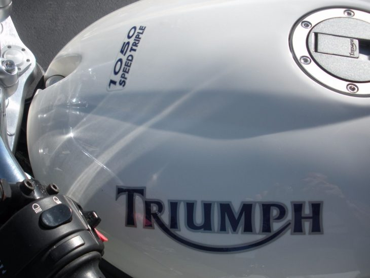 20160611 2006 triumph speed triple left tank