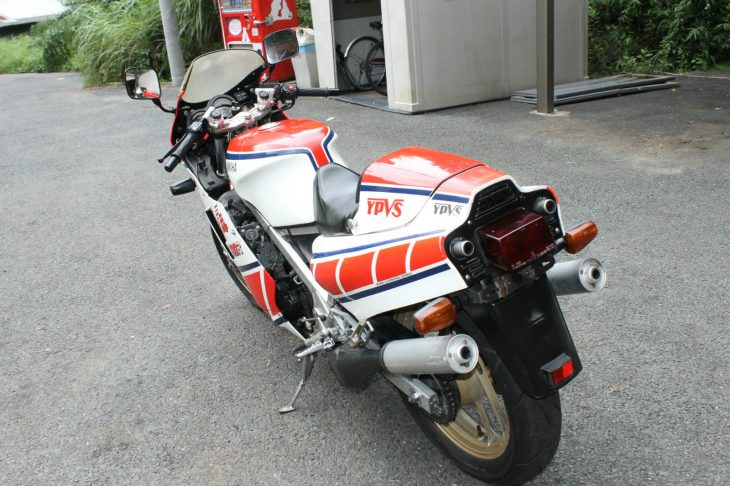 1985-yamaha-rzv500r-l-side-rear