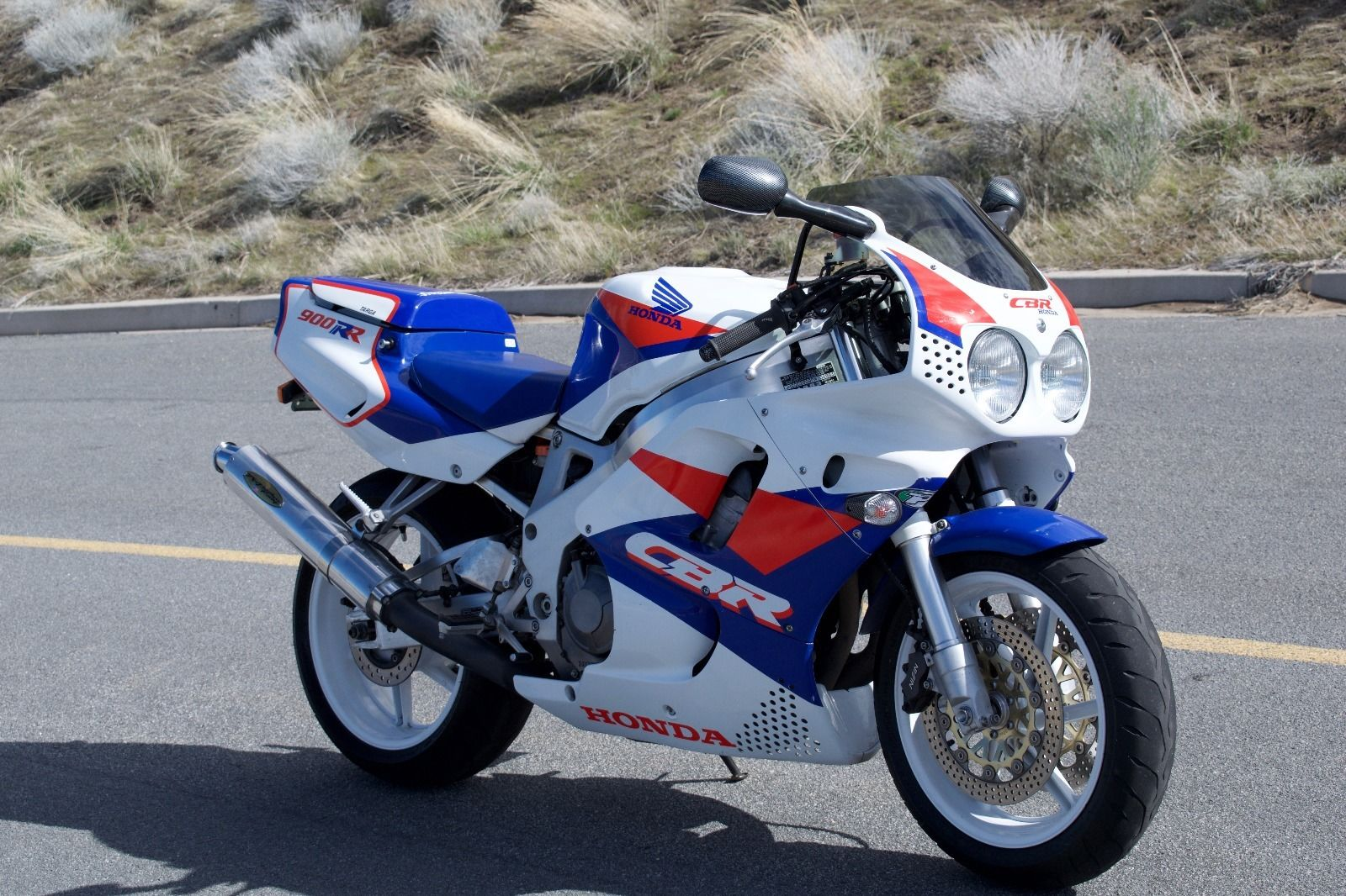 We do not see all that many first gen 900RR models, and when it comes to  valuation these are likely the first to serious appreciate.