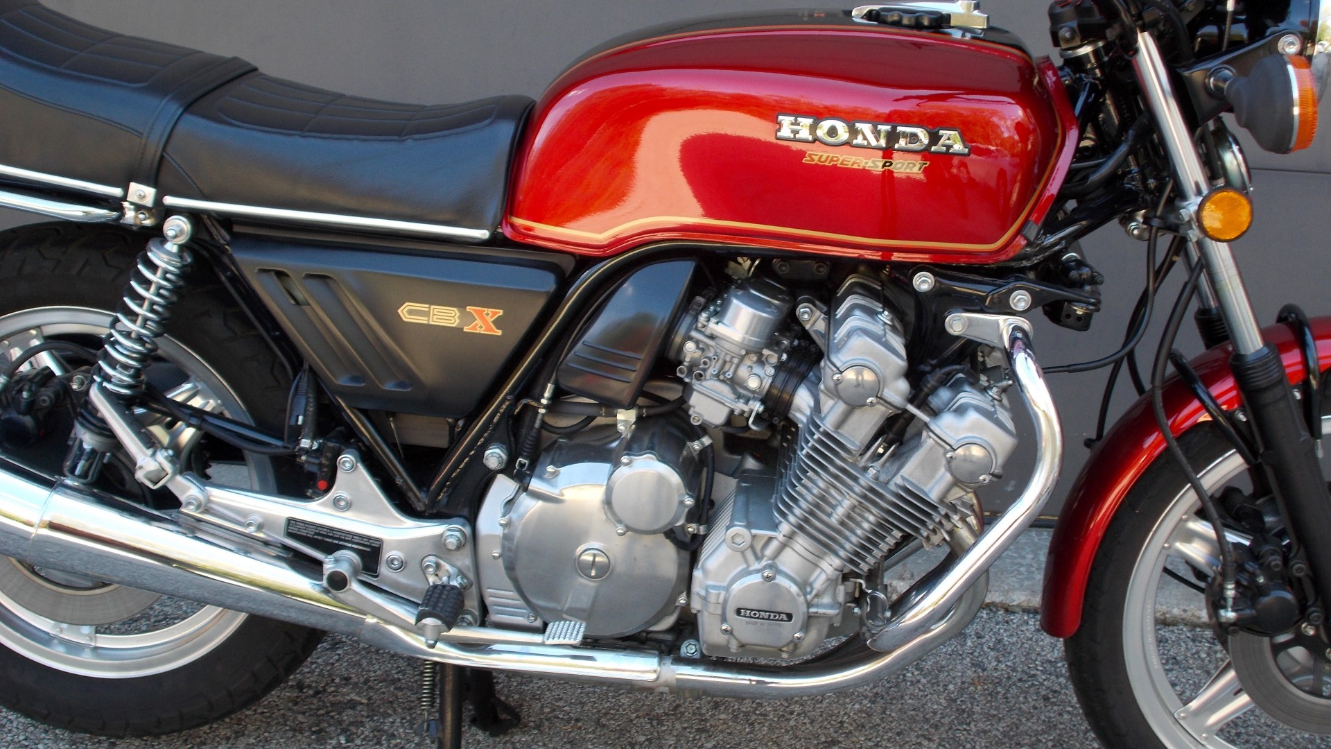 Cbx Archives Rare Sportbikes For Sale 1960s Honda Motorcycles From The Pictures Of Enormous Engine You Might Think Need To Be A Bow Legged Cowboy Ride One But Thanks Intelligent Design That Is Not